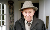 وفاة الروائي الأيرلندي ويليام تريفور عن عمر يناهز 88 عاما
