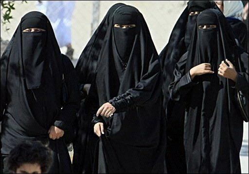 السعوديات يتمردن على الآباء ويتزوجن بالمحاكم