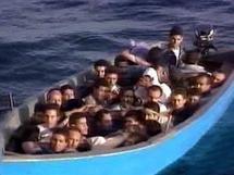 ميركل تعتزم تسهيل إجراءات منح الجنسية لشباب المهاجرين