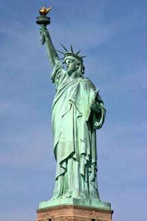 الصعود الى قمة تمثال الحرية في نيويورك بالقرعة في عيد الاستقلال الأميركي