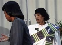 رايس في ضيافة القذافي اثناء الزيارة التي قدمت خلالها الهدايا الثمينة