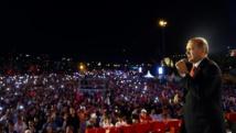 """أردوغان يتعهد امام الجماهير بإجراءات صارمة ضد """"الانقلابيين"""""""