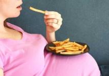 الأغذية عالية الدهون أثناء الحمل خطر على صحة الجنين العقلية