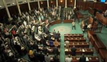 """التونسيون يحتجون ضد قانون""""المصالحة الإدارية""""حول قضايا الفساد"""