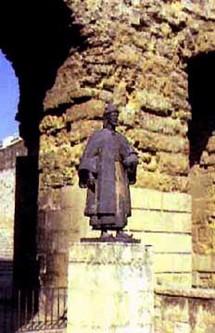 تمثال ابن حزم في أرباض بني مغيث في قرطبة القديمة