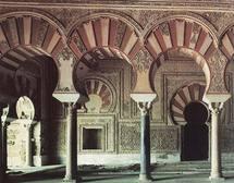 مدخل مجلس عبد الرحمن الناصر بمدينة الزهراء ما يزال يخضع للترميمات