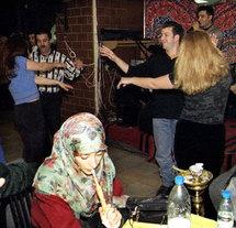 ظاهرة تدخين الشيشة انتشرت بين اوساط الشباب في جميع انحاء الوطن العربي