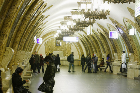 رسوم وزخارف تزين جدران وأرضيات مترو الأنفاق في موسكو