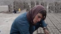 بموافقة الاهل والمجتمع ...مراهقات افغانيات يتحولن لذكور
