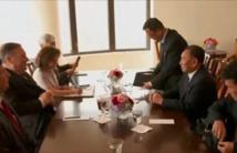 بومبيو مع حامل رسالة الزعيم الكوري