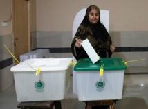 بدء الانتخابات الباكستانية بمقتل 20 في تفجير  قرب مركز اقتراع