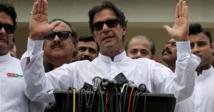 لاعب الكريكيت عمران خان يتولى رئاسة الوزراء في باكستان