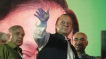 باكستان تفرج مؤقتا عن نواز شريف وابنته ليحضرا جنازة زوجته