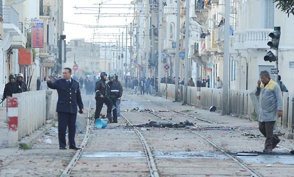 منعطف شارع ليون قرب الحماية المدنية حيث تم اطلاق الرصاص على المتظاهرين بالعاصمة - خاص بالهدهد