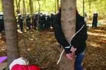 عشرات الآلاف يتظاهرون للحفاظ على غابة هامباخر فورست