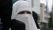 علماء الجزائر : النقاب ليس مشكلة في البلاد ليتم منعه
