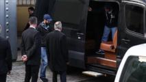 حافلة مظللة تحمل 3 حقائب من القنصلية السعودية بإسطنبول