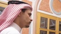 نجل خاشقجي يستقبل المعزين في وفاة والده بجدة يوم الجمعة