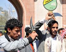 حركة الاحتجاج تتسع في اليمن وقبائل تتخلى عن الرئيس على عبدالله صالح