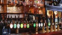 الحانات التقليدية في بريطانيا بين ارتفاع الاسعار وخطر الاغلاق