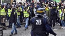 """الداخلية الفرنسية: 82 من """"السترات الصفراء"""" قيد الحجز الاحتياطي"""