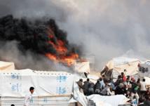 سورية تحرق نفسها وأطفالها في مخيم الركبان بسبب الجوع