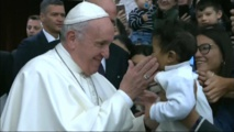 """البابا يتعهد بإنهاء التستر على التحرش بالأطفال الذي كان """"معتادا """""""