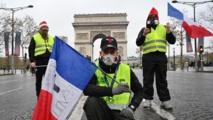 اشتباكات بين متظاهري السترات الصفراء والشرطة في باريس