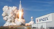 """سبيس إكس"""" تطلق أول مهمة تجارية للفضاء باستخدام صاروخ """""""