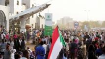 آلاف المتظاهرين ينضمون لاعتصام أمام قيادة الجيش بالخرطوم