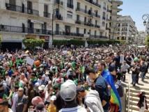 طلبة الجزائر يحتجون أمام قصر الحكومة