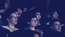 الشابات أكثر ارتيادا لدور السينما من الرجال في امريكا