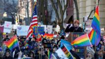 بعد 50 عاما..مدير شرطة نيويورك يعتذر للمثليين!!