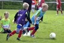 ابتكار في كرة القدم لتسلية الصغار يثير جدلا بين الكبار