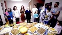حفلات عشاء شهرية للاجئين في أمريكا