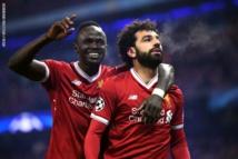 ماني وصلاح يقودان ليفربول للانفراد بصدارة الدوري الإنجليزي