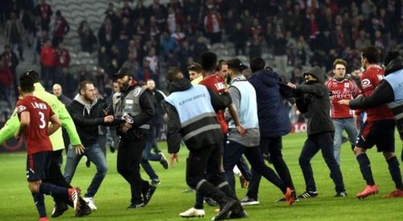 شرطة امستردام تلقي القبض على 100 مشجع مشاغب لنادي ليل الفرنسي
