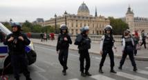 مقتل 4 من الشرطة الفرنسية في هجوم طعن في باريس