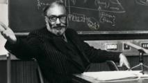 """قصة عالم الفيزياء العبقري المسلم الذي """"ظلمه التاريخ"""" أبيجيل بيل بي بي سي"""
