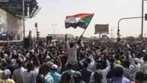 آلاف السودانيين يشيعون شرطيا كان شاهدا على فض اعتصام الخرطوم