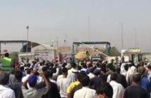 المتظاهرون عند منفذ سفوان
