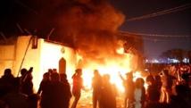 متظاهرون يضرمون النار في مقر القنصلية الإيرانية بالنجف