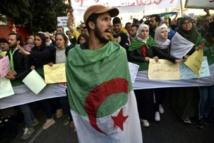 الجزائريون يتظاهرون في الذكرى الأولى للحراك الشعبي