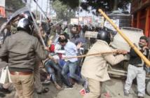 مودي يراجع الموقف وأعمال العنف متواصلة في دلهي