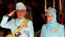 ملك ماليزيا وزوجته بالحجر الصحي بعد اصابة سبعة بالقصر