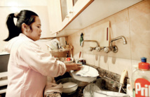منظمة بسنغافورة: تزايد تعرض خادمات المنازل لسوء المعاملة