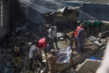 نجاة شخصين فقط ومقتل 97 في تحطم الطائرة الباكستانية المنكوبة