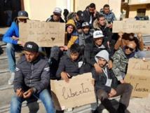 فيديو انتهاكات ضد مهاجرين تونسيين بايطاليا يثير غضبا في تونس