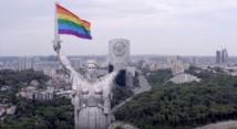 بولندا تعتقل اثنين من المثليين لرفع أعلام قوس قزح على معالم أثرية