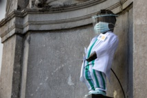 تمثال مانيكن بيس فى بروكسل يتزين تكريما للأطباء